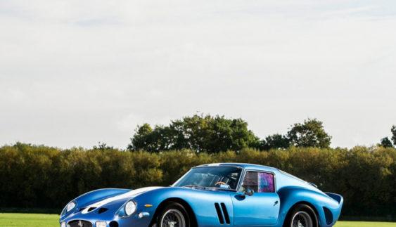 Легендарний автомобіль виставлено на аукціон (Фото)