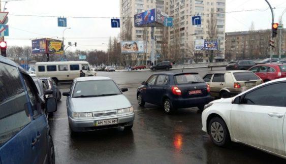 """Киян розлютив черговий """"майстер парковки"""" (Фото)"""