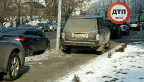 Герой парковки на Range Rover обурив киян (Фото)