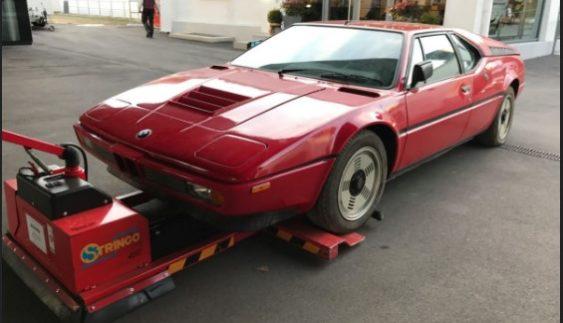 Скарб у старому гаражі. Знайдено рідкісний суперкар BMW (Фото)
