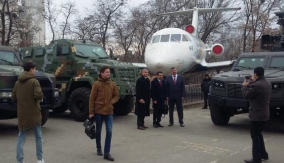«КрАЗ» презентував військовим аташе броньовану техніку (Фото)
