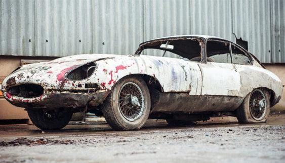 Іржавий Jaguar, що простояв 20 років в сараї, виставлять на аукціон (Фото)
