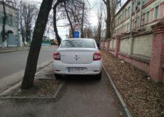 Кияни знайшли чергового водія-жлоба, який чхати хотів на пішоходів (Фото)