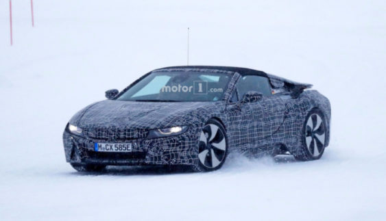 Відкритий BMW i8 Spyder тестують в суворих зимових умовах (Фото)