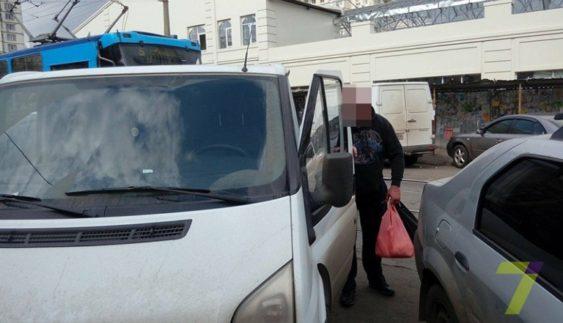 """""""Автохам"""" заблокував рух трамваїв (Фото)"""