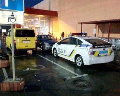 У Києві патрульних провчили за пристрасть паркуватися на місцях для інвалідів (Фото)