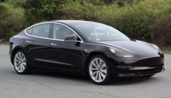 Розсекречено зовнішність бюджетного електрокара Tesla Model 3