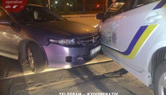 У Києві п'яний боєць батальйону «Азов» протаранив поліцейський «Prius» (Відео)