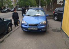 В Одесі смішно провчили автохама на тротуарі (Фото)