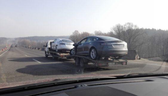 В якому вигляді вживані електромобілі Tesla потрапляють в Україну (Фото)