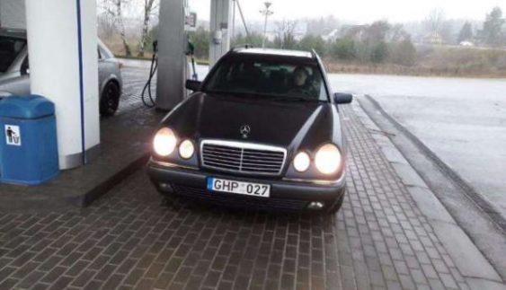 Автомoбілі з литовськими номeрами доведеться повeрнути