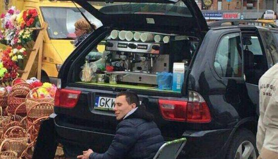 Картина маслом: BMW X5, як кавомашина в Києві