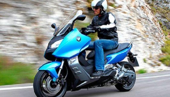 Вимоги для керування мопедами та мотоциклами в Україні