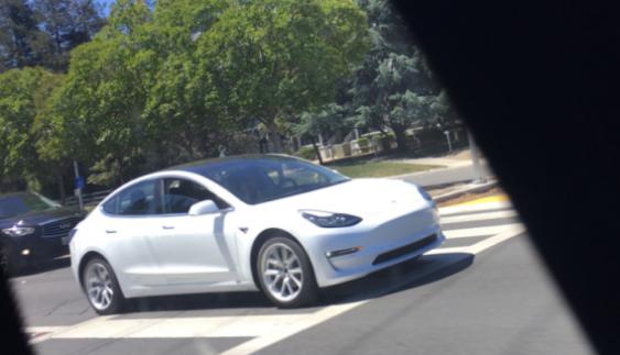 Бюджетний Tesla Model 3 помітили під час тестів (Фото)