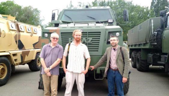 """На """"АвтоКрАЗ"""" несподівано приїхали відомі британські автожурналісти (Фото)"""