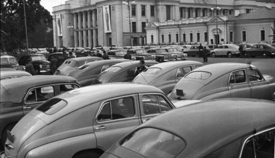 Як виглядала парковка біля Верховної Ради понад 60 років тому (Фото)