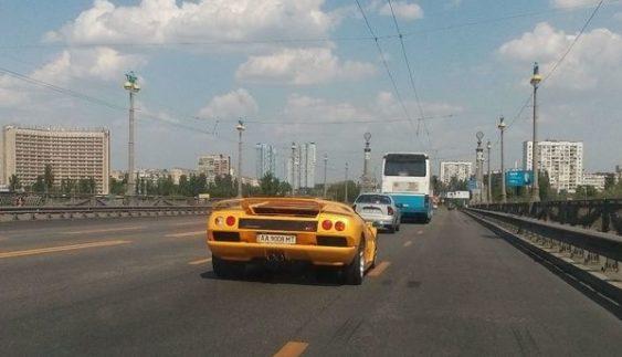 """В Україні засвітився унікальний """"президентський"""" Lamborghini (Фото)"""