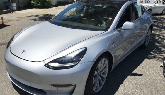 Розсекретили салон нової Tesla Model 3 (Фото)