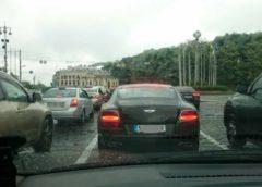 Розрив шаблонів: Bentley «на бляхах» у Києві (Фото)