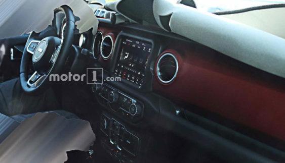 Опубліковані фото інтер'єру нового Jeep Wrangler