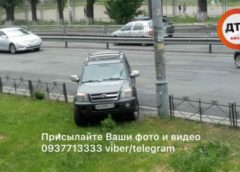 У Києві автохам на елітному авто показав «чудеса парковки»