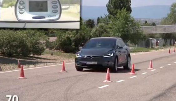 """Tesla Model X пройшов """"Лосиний"""" тест (Відео)"""