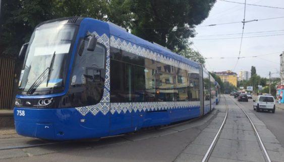 Продемонстрували нові швидкісні трамваї у Києві