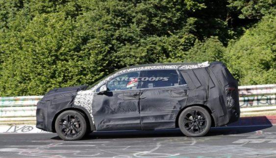 Нову генерацію Hyundai Santa Fe помітили під час тестів