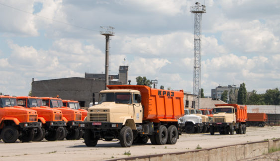 Самоскиди-всюдиходи КРАЗ-65032 їдуть працювати в українські кар'єри (Фото)