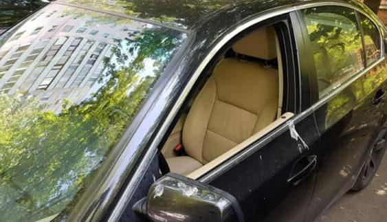 Кияни так довіряють перехожим, що вже не закривають свої автомобілі