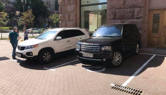 Герої парковки відзначилися під КМДА (Фото)