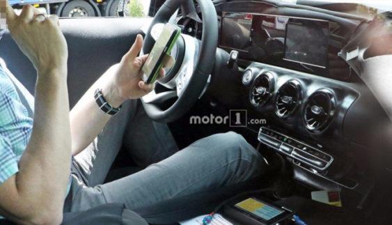 Опубліковані перші фотографії салону нового Mercedes-Benz A-Class