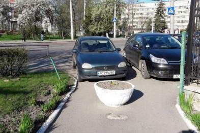 У центрі Одеси оригінально попередили автохамів (Фото)