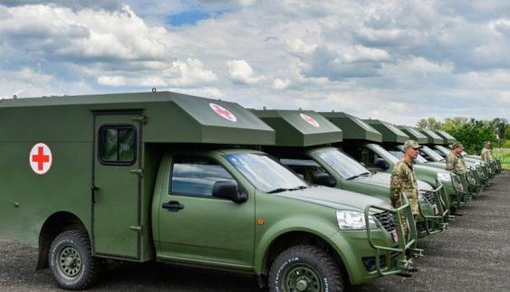 Медичні підрозділи ЗСУ отримали 14 санітарних автомобілів (Фото)