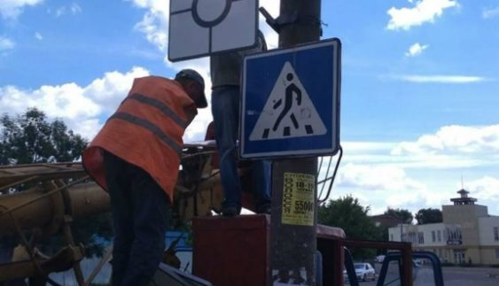 До відома водіїв: у містах встановлюють нові дорожні знаки