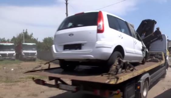 Журналісти дізналися, куди пропадають автомобілі українців зі штрафмайданчиків поліції (Відео)