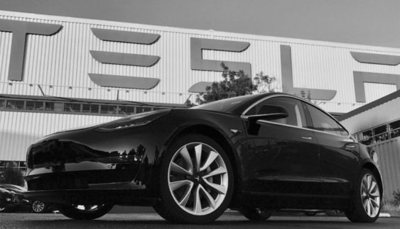 Новий електромобіль Tesla Model 3 з'явився нафото