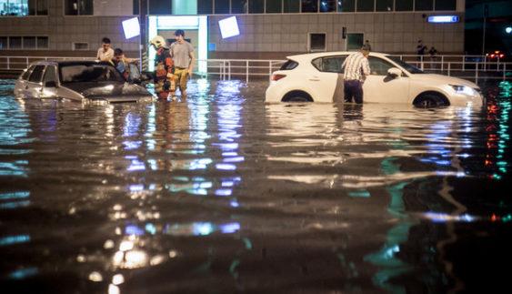 У Росії десятки елітних авто затопило фекаліями