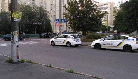 У Києві розбили рідкісний електрокар (Фото)