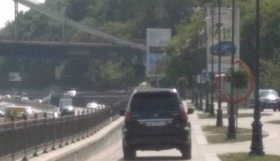 Принципово йшов на таран: Журналістка розповіла про зустріч з автохамом поблизу «Київпастрансу» (фото)