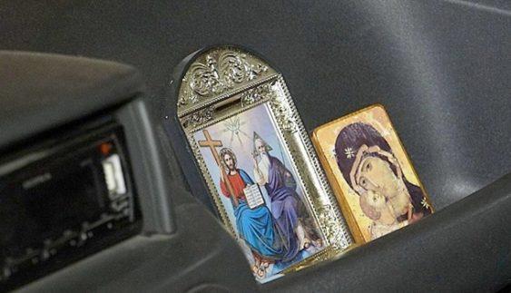 Священик викрав чотири авто і здав їх на металобрухт