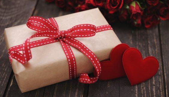 Що можна подарувати дівчині і який подарунок припаде їй до душі?