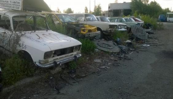 У Києві з'явилося ціле автомобільне кладовище «Москвичів»