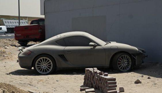 Покинуті автомобілі в ОАЕ – проблема для місцевих жителів (Відео)