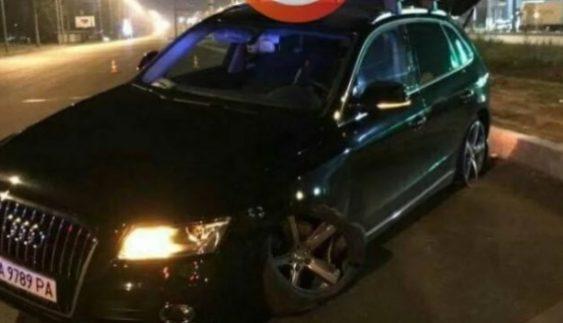 Мийники зруйнували розкішне авто киянина (Фото)