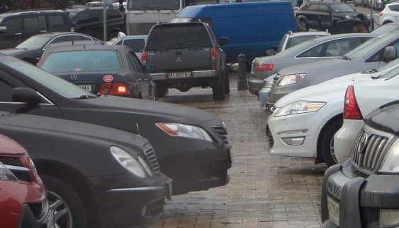 У мережі показали, як паркувальники обманюють киян (Фото)