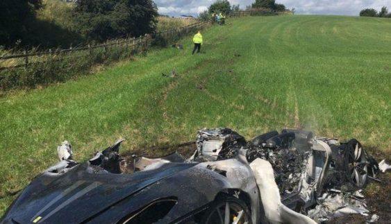 Сумне видовище: новеньку Ferrari спалили через годину після її купівлі (Фото)