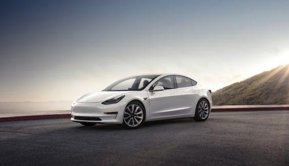 Розсекречена реальна потужність двигуна дешевого Tesla Model 3