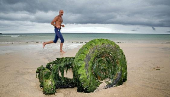 Підводний скарб: Land Rover сплив після десятиліть під водою