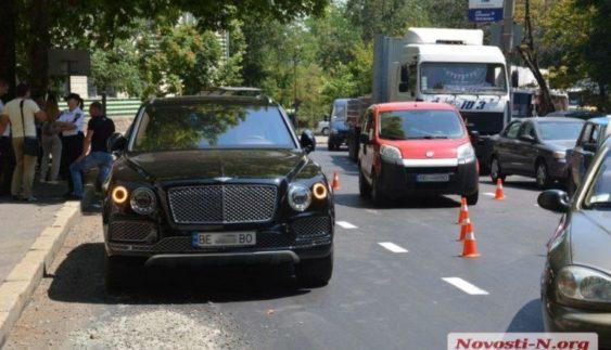 Найдорожчий серійний позашляховик знову потрапив в аварію в Україні